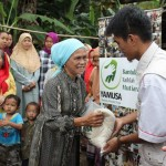 Penyaluran Bantuan Pangan bagi kaum dhuafa di wilayah Kp. Totopong, Desa Cipicung, Cijeruk-Bogor
