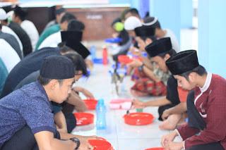 Buka Puasa Santri PPND Ma'had Huda ISlami Bogor