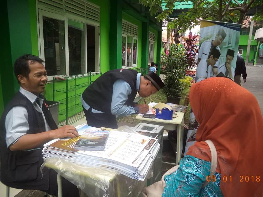Stand layanan Donasi YHC sd id Alhidayah Cibinong
